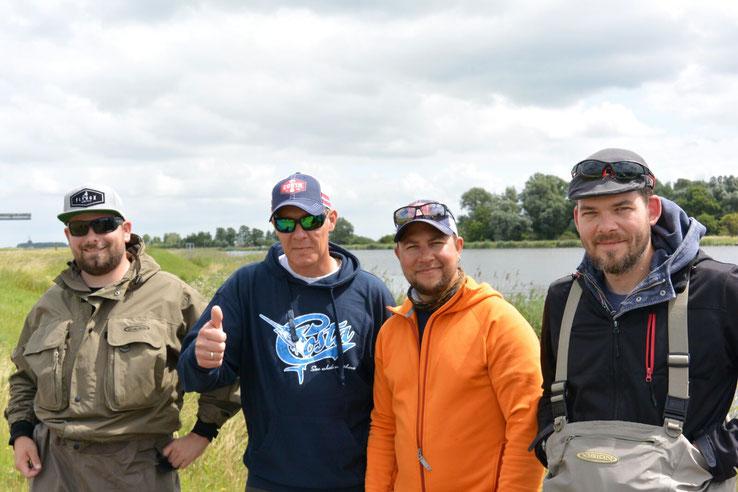 v.l.n.r.:     Timo, Marc Zitvast, Niklaus Bauer, Jan.