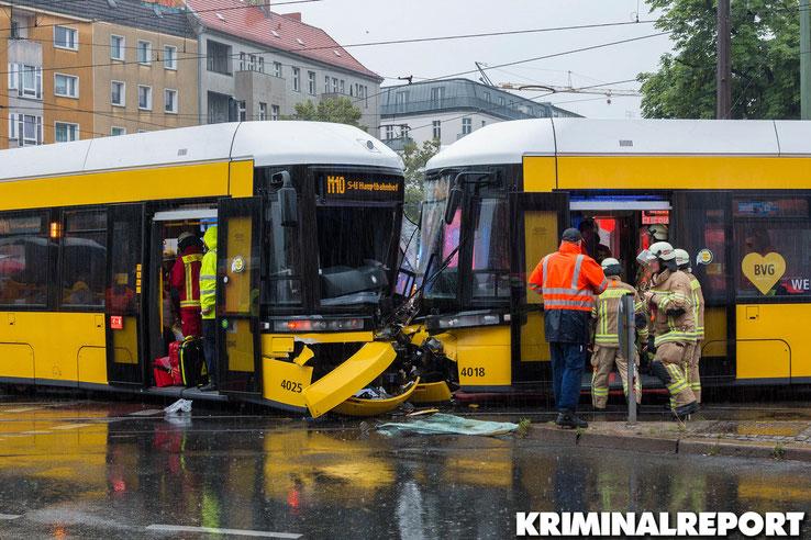 Die Straßenbahnen stießen frontal zusammen.|Foto: Christopher Sebastian Harms