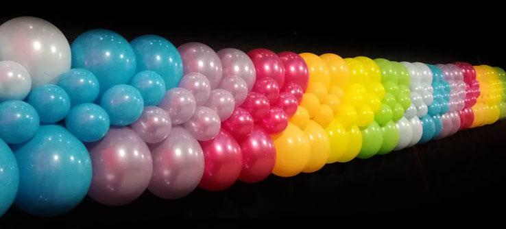 Girlande flach flache Ballongirlande Ballon Luftballon Deko Dekoration Firmenevent Event Firma Neueröffnung Jubiläum Wiedereröffnung Lieferung Regenbogen bunt Farben Montage