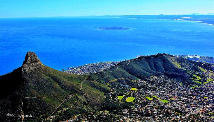 Blick auf den Lion´s Head und den Signal Hill vom Tafelberg aus.