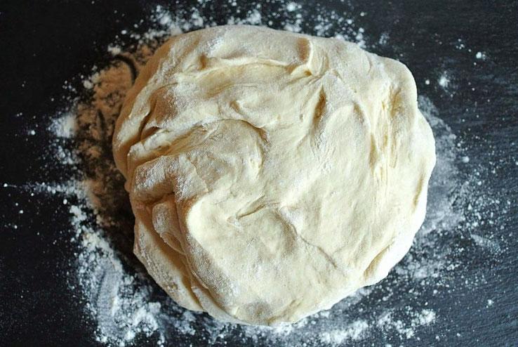 Grundrezept für Pizzateig (auch für Thermomix) - mit Tipps zum Eingefrieren