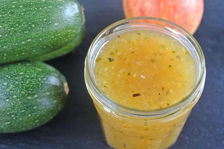 Konfitüre oder Marmelade mit Zucchini und Apfel