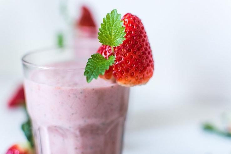 Rezept für Molke-Drink mit Früchten aus selbsgemachter Molke