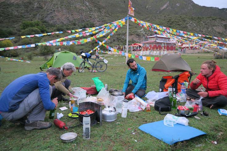 Camping de reve a coté d'un monastere de nonnes... jusqu'a l'orage de grele!