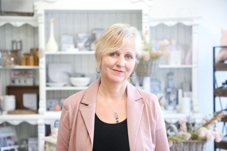 Porträt Ute Lingen, Inhaberin der Buch und Spiel Kiste