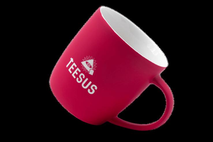 TEESUS-Tasse mit gebrandetem Logo