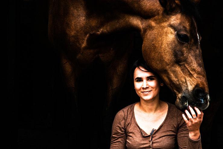Alison Marburger; Pferdefotografin aus dem Münsterland (Velen/NRW). Fotogarfin und Journalistin für das Horseman-Magazin