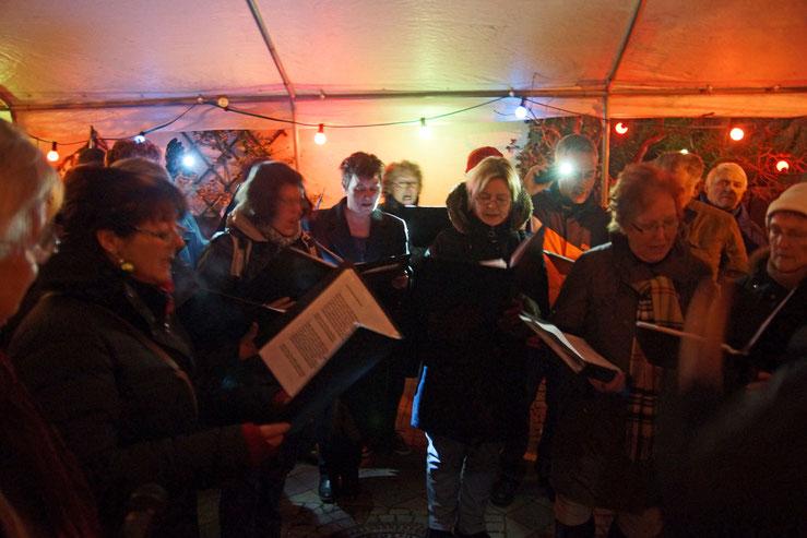 Da Capo singt beim Weihnachtsmarkt in Wernborn 2014