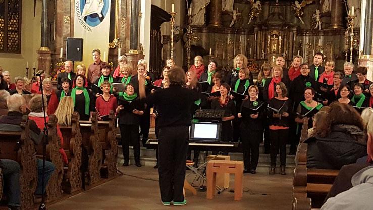 Die Chöre Da Capo und Vokal Total beim Konzert in Offenburg am 8.10.2016. Foto:privat
