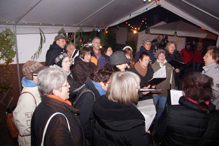 Auftritt von Da Capo beim Weihnachtsmarkt in Wernborn 2015.