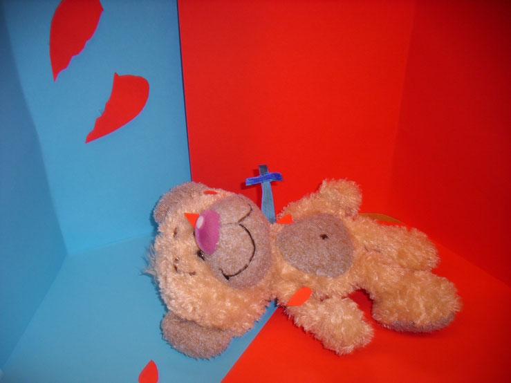 Teddy ist verliebt, Herz gebrochen, stirbt jetzt.