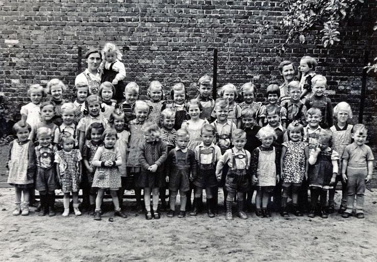 Kindergarten in der großen Schule    Bild: Erika Walther