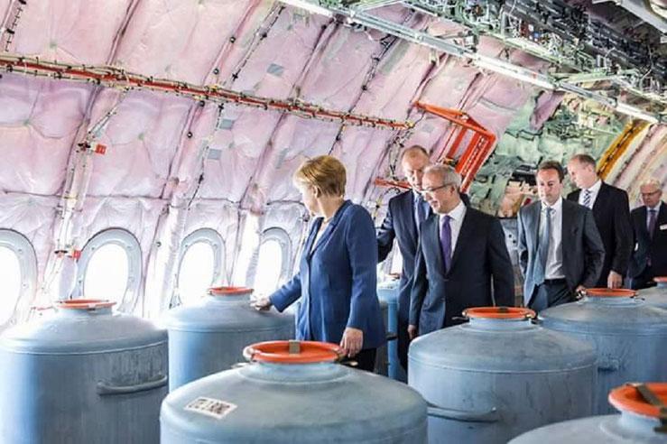 Angela Merkel Chemtrails Flugzeug Geoengineering Bild