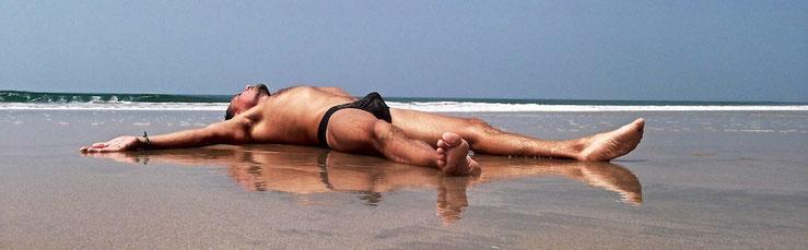 Mark, Massage Gay Naturiste à paris, à domicile, en Inde ou ailleurs - 06 42 27 36 80 - email: mark@massagegayparis.com