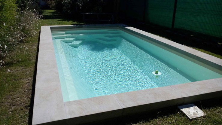 Installations constructions gilbert piscines sas for Piscine enterree en coque polyester