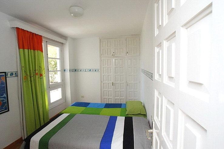 2. Schlafzimmer mit Gartenblick