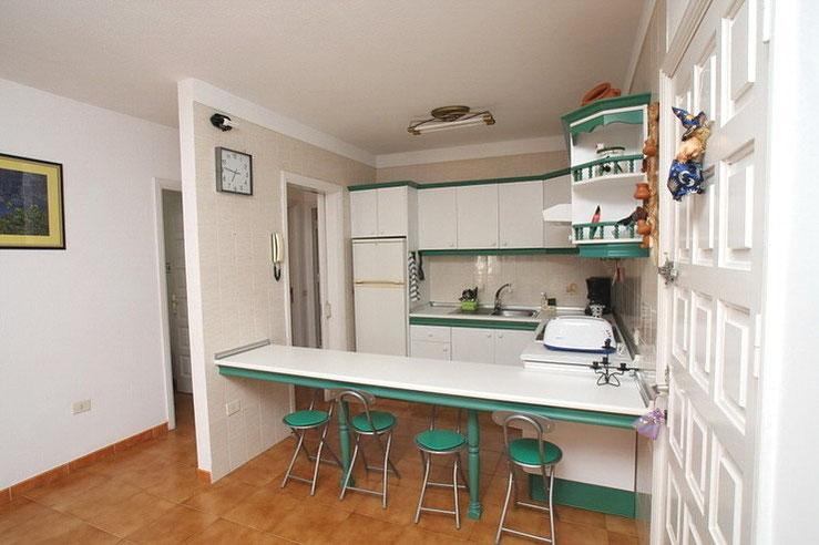 auf dem Bild ist die amerikanische Küche der Immobilie zu sehen