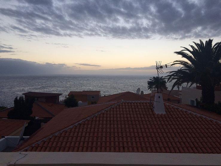 Blick in den Sonnenuntergang von der Terrasse aus