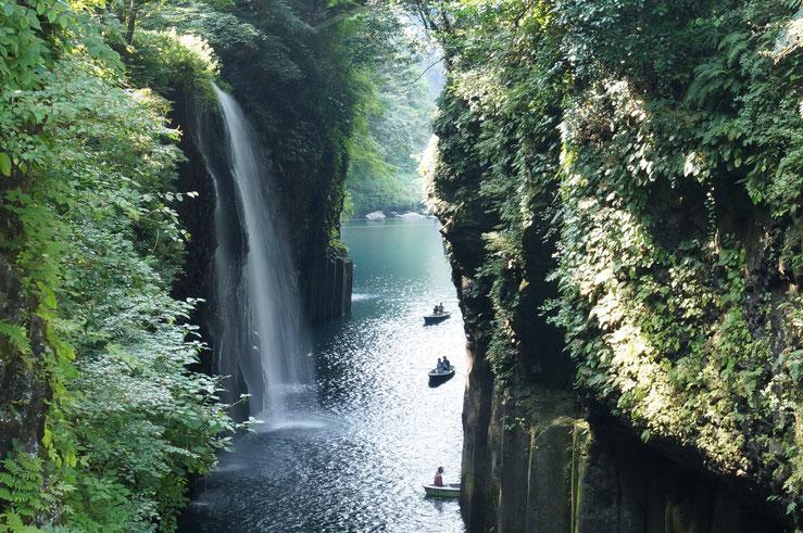 ↑左側に見える滝が『真名井の滝』です。