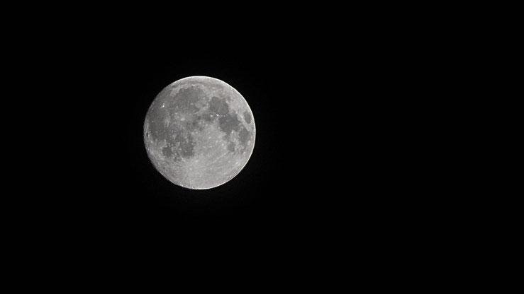 vollmond krater nacht