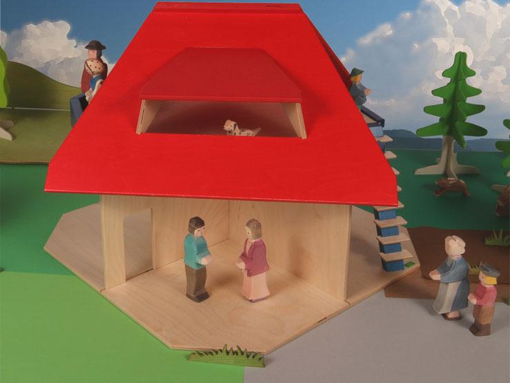 Holzspielzeug Beck Puppenhaus mit Dachbalkon