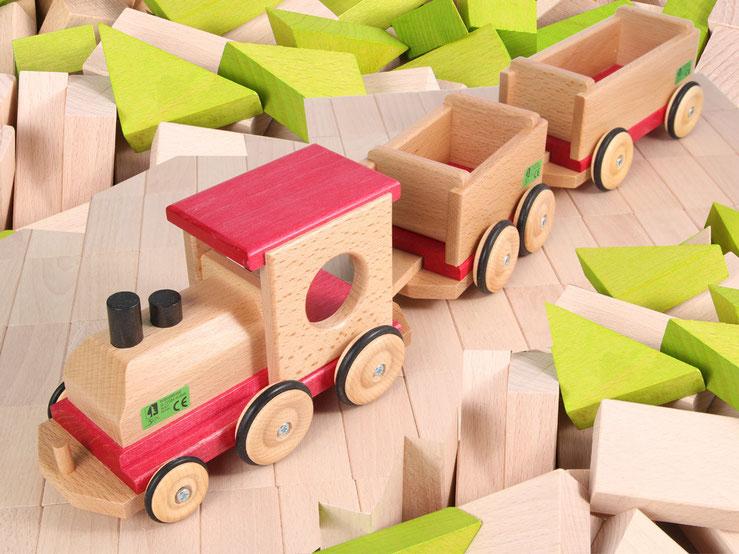 Holzspielzeug Beck Holz Eisenbahn mit zwei Wagons