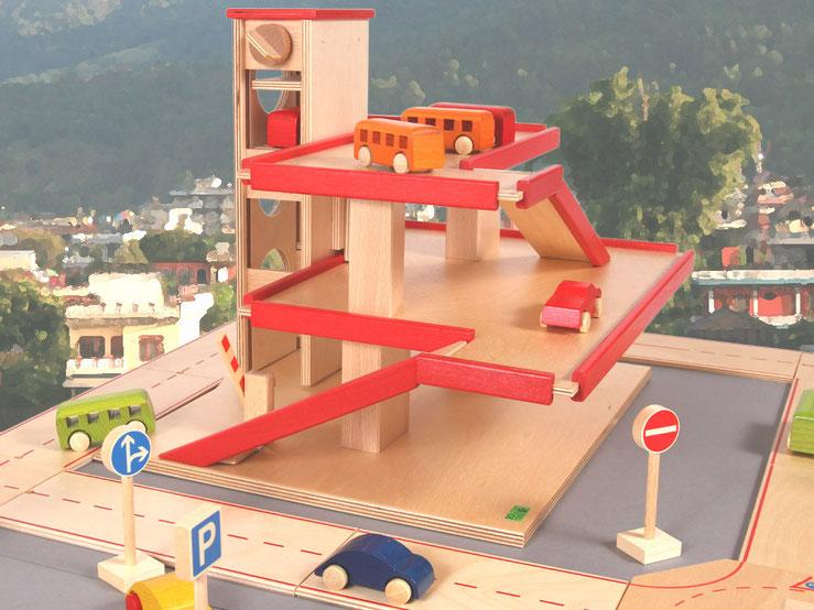 Holzspielzeug-Beck Parkhaus mit Aufzug