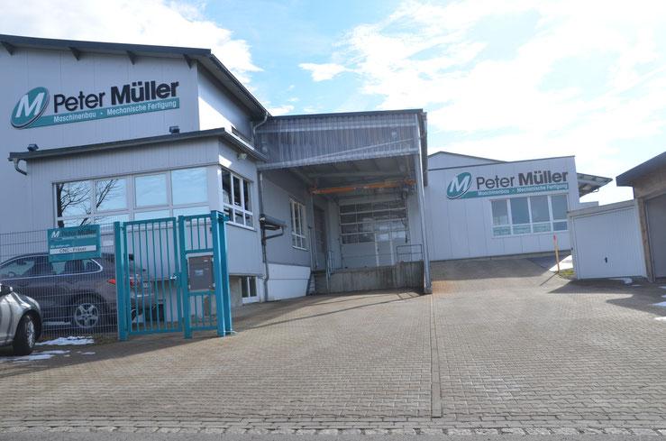 BV: Sulzberg Anbau an bestehende Gewerbehalle mit Krananlagen in Halle und Vordach.