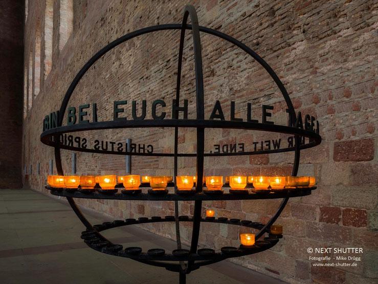 Leuchtende Gebete :  Opferkerzen in der Konstantin - Basilika