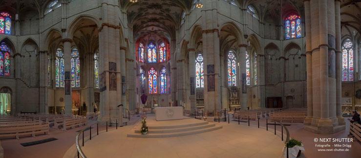 Innenansicht der Liebfrauenkirche in Trier. Da die Verwendung von Stativen in der Kirche untersagt ist, sind nicht alle Aufnahmen aus denen dieses Panorama zusammengesetzt ist, von guter Qualität. Ich bitte dies zu entschuldigen.