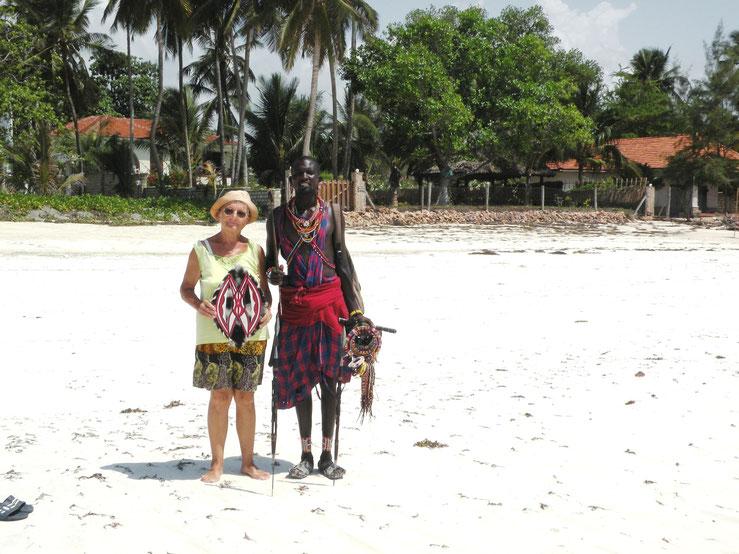 Kopfbedeckung und leichte Bekleidung sind für Europäer in Afrika ein Muss.
