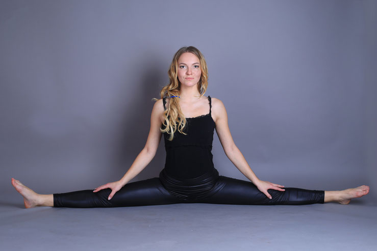 Stretching | Personal Training | Nadine Laizee | Yoga, Pilates, Stretching, Fitness, Workshops, Kizomba Dance | www.personaltrainer-nadine.ch