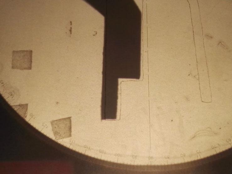 Gros plan du profil de la barre sur le projecteur