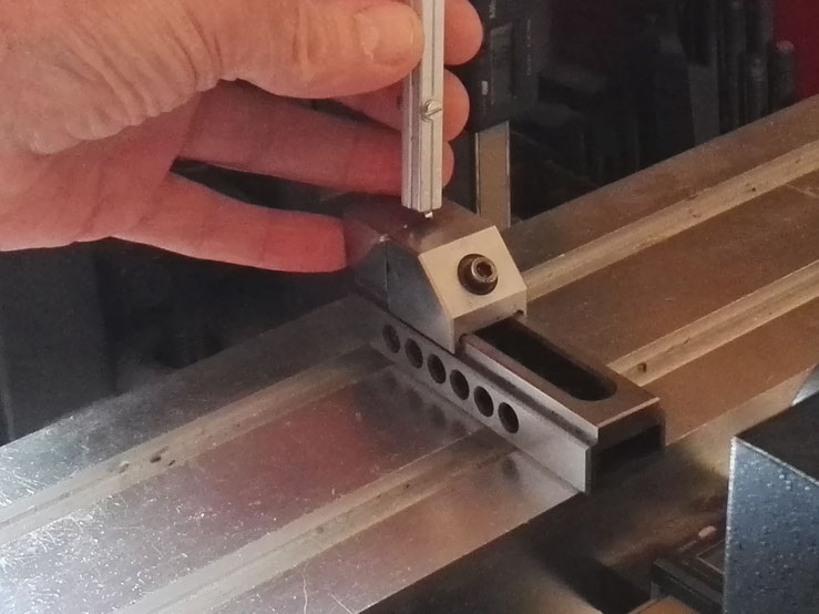 Déformation de la barre à l'aide d'un outil spécial