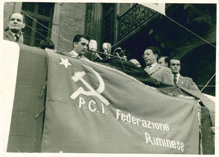 Pietro Secchia (sulla destra) a un comizio del PCI