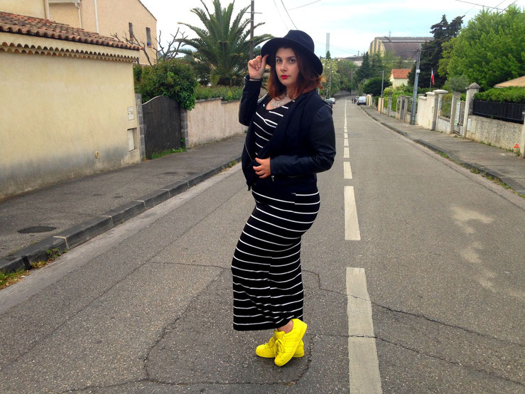 CHICWITHCURVES BLOG MODE MARSEILLE GRANDE TAILLE LOOK ROBE LONGUE RAYURES ZARA BASKETS ADIDAS SUPERSTAR CHAPEAU PRIMARK