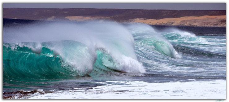 Sich überschlagende Wellen bei Kalbarri in Australien.