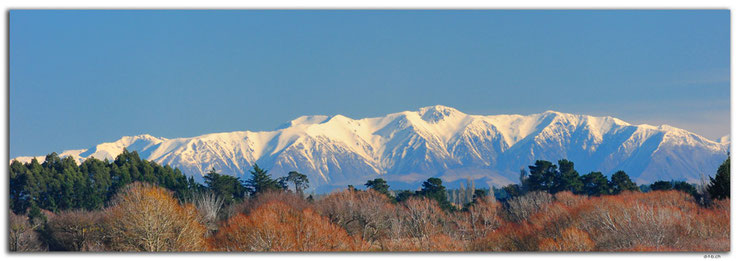 Panoramaview of snowcovered mountains from Christchurch