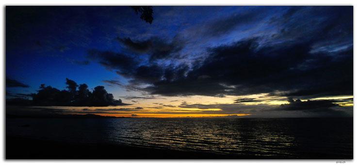 Himmel mit Wolken über dem Meer nach Sonnenuntergang.