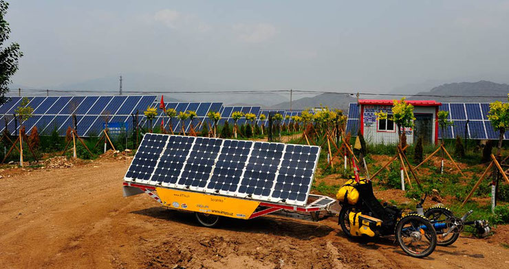 Bild: Solar Trike: Solatrike II in China bei Solar power Anlage.