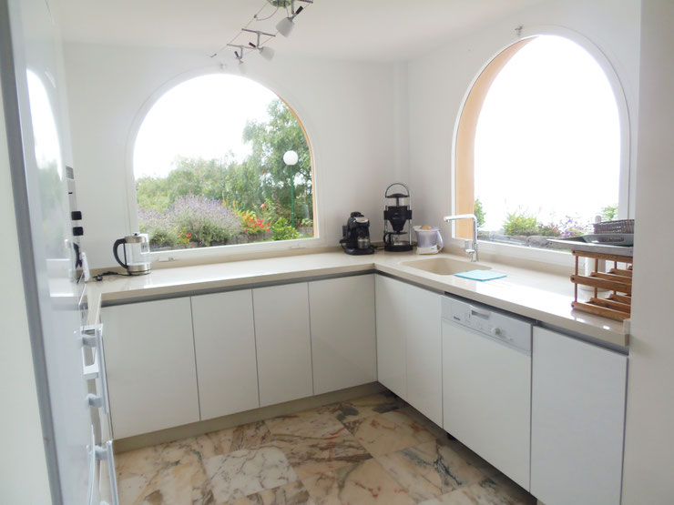 Küche mit traumhaften Blick zum Horizont