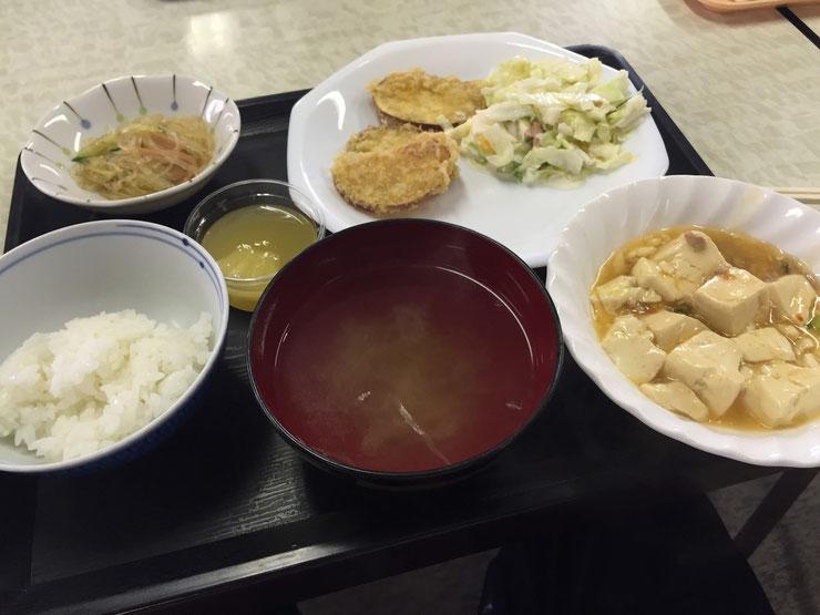 四国中央市本庁舎の食堂。バイキング形式500円