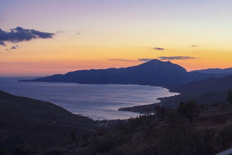 Sonnenuntergang in Basilikata in den Bergen