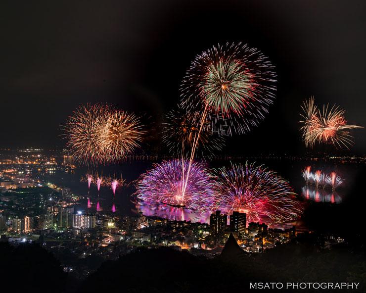 """Vamos conhecer os festivais de hanabi """"TOP"""" do Japão? Festival de Hanabi no Lago Suwa, Nagano"""
