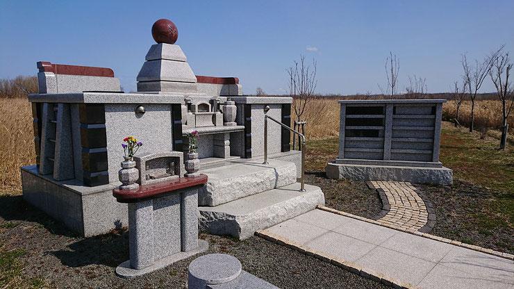 合葬墓の例 石狩はまなす墓苑 永代合祀墓「やすらぎ」