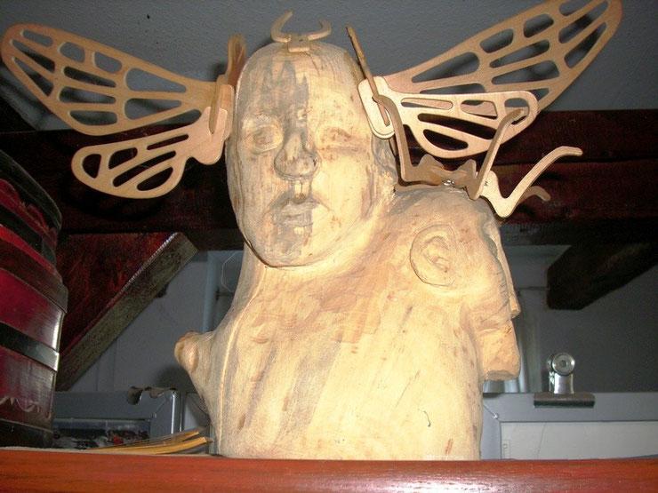 O. Titel. 2002. Skulptur in Weichholz und ausgeschnittene Sperrholzteile.