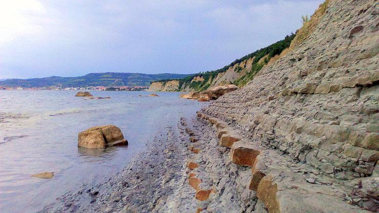 Klippen, charakteristisch für die slowenische Küste.