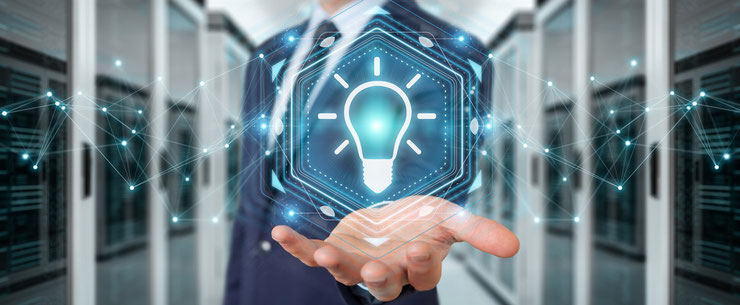 Vorstellungen - Businessman Glühbirne in Hand
