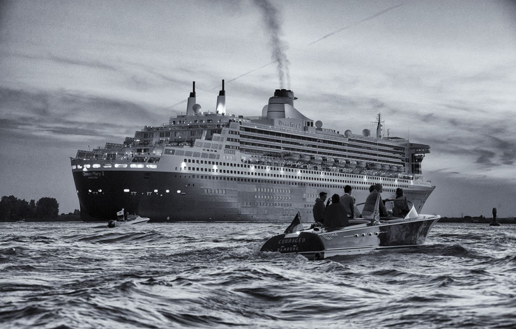© Hans G. Lehmann | Queen Mary II on the river Elbe
