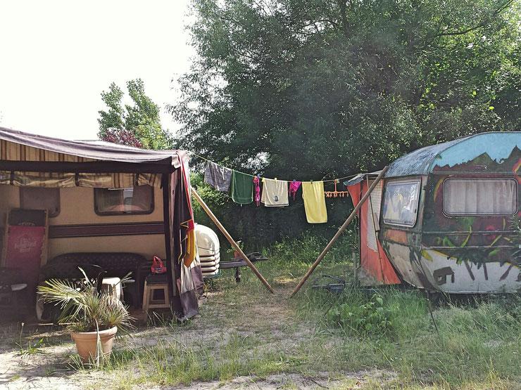 Wäscheleine, Wäsche trocknen, Campingplatz, Wohnwagen